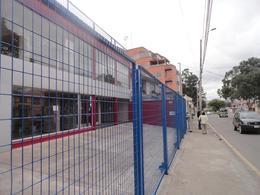 Foto Local en Alquiler en  Este,  Cuenca  Av. 12 de Abril y Unidad Nacional