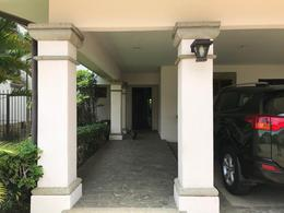 Foto Casa en condominio en Venta en  San Rafael,  Escazu  Casa con amplio jardín en Jaboncillo / Exclusivo condominio