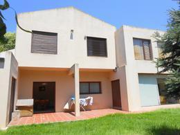Foto Casa en Venta en  Caisamar,  Mar Del Plata  Storni entre Andrade y Ortega y Gasset