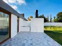 Foto Casa en Venta en  City Bell,  La Plata  459  entre 12B y Centenario