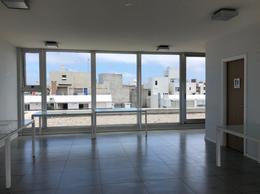 Foto Departamento en Alquiler   Venta en  Pocitos ,  Montevideo  Amplio monoambiente con terraza hacia atrás