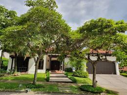 Foto Casa en condominio en Renta | Venta en  Pozos,  Santa Ana  Lindora/Elegante/Tres habitaciones +oficina/Espaciosa/Jardín