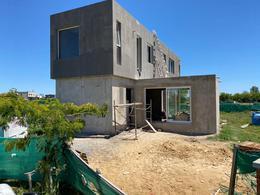 Foto Casa en Venta en  Santa Elena ,  Pilar Del Este  Pilar Del Este - Barrio Santa Elena Casa al 100 - 200