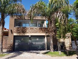 Foto Casa en Venta en  Ituzaingó ,  G.B.A. Zona Oeste  Catalina Badaracco 90
