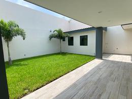 Foto Casa en Venta en  Fraccionamiento Las Palmas,  Medellín  LAS PALMAS, Casa en VENTA con amplio jardín, terraza, área de TV y cuarto de servicio, (CC)