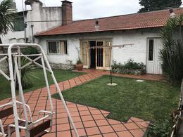 Foto Casa en Venta en  Lomas de Zamora Oeste,  Lomas De Zamora  POSADAS 427
