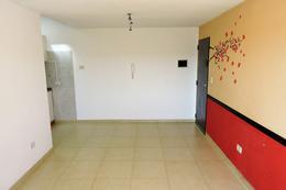 Foto Departamento en Venta en  Castelar,  Moron  Lobos al 2200