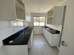 Foto Apartamento en Venta en  Carrasco Este ,  Canelones  Avenida de las Américas