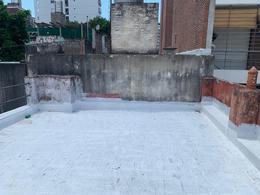 Foto Casa en Venta en  Macrocentro,  Rosario  Avda Pellegrini 1631 00-04