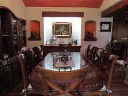 Foto Casa en Venta en  Pueblo Santa María Ahuacatitlán,  Cuernavaca  Venta Casa con 2800 M2 para Disfrutar al Norte de Cuernavaca, Acabados de Lujo, 5 Recámaras con Baño, Alberca  y Hermoso Jardín- V83