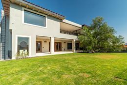 Foto Casa en Venta en  Fraccionamiento El Campanario,  Querétaro  Exclusiva Residencia de Dos Plantas con Jardin y Estacionamiento