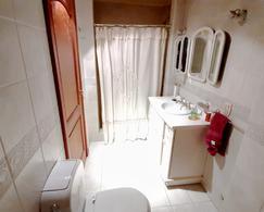 Foto Casa en Venta en  Adrogue,  Almirante Brown  Rosales al 400