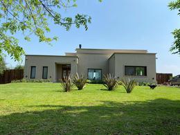 Foto Casa en Alquiler en  Chacras de la Reserva,  Countries/B.Cerrado (Campana)  Casa de diseño 4 dorm en Chacras de la reserva a 70km de CABA