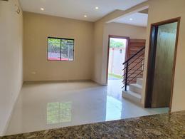 Foto Casa en Alquiler en  Luque ,  Central  Villa Adela