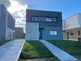 Foto Casa en Alquiler en  Barrio El Aljibe,  Countries/B.Cerrado (Manzanares)  Barrio El Aljibe, Manzanares