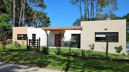 Foto Casa en Venta en  Golf,  Punta del Este  Golf Minimalista