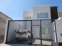 Foto Casa en Venta en  Capital ,  Neuquen  Fenicios al 2000