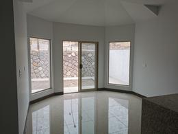 Foto Casa en Renta en  Chihuahua ,  Chihuahua  BOSQUES DEL VALLE 4,ESTRENE,  FRACC. PRIVADO, 4 RECAMARAS, UNA EN PLANTA BAJA.