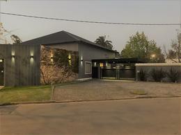 Foto Casa en Venta en  Manuel B Gonnet,  La Plata  506 BIS 133 Y 135. CASA DE LUJO EN DON CARLOS.