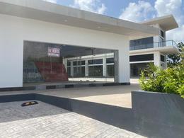 Foto Local en Renta en  Supermanzana 329,  Cancún  LOCAL EN RENTA EN CANCUN EN AVENIDA HUAYACÁN EN PLAZA CANCUN RESIDENCIAL ASTORIA