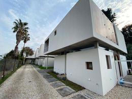 Foto Casa en Venta en  City Bell,  La Plata  467 Entre 21 y 21 B