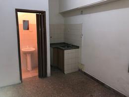 Foto Local en Alquiler en  Wilde,  Avellaneda  CORVALAN 215