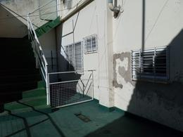 Foto PH en Alquiler en  Temperley,  Lomas De Zamora  Calderón de la Barca 16 PB atrás
