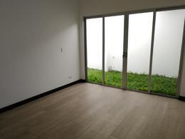 Foto Casa en condominio en Venta | Renta en  Piedades,  Santa Ana  Rio Oro de Santa Ana/ Una planta / Parte de la linea blanca / Jardín