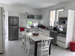 Foto Casa en Venta en  Tipas,  Nordelta  Casa en venta 4 amb con depcia sobre lote interno en Tipas Nordelta.