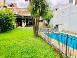 Foto Casa en Venta en  Pocitos ,  Montevideo  EXCELENTE RESIDENCIA EN POCITOS. 4 DORMITORIOS, PATIO, PISCINA, BARBACOA.