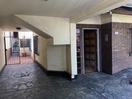 Foto Casa en Venta en  Banfield,  Lomas De Zamora  CASA PALACIOS 2071 BANFIELD