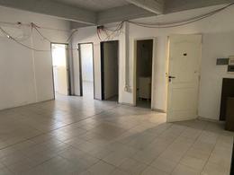 Foto Oficina en Alquiler en  Moron Sur,  Moron  Avenida Rivadavia 18.482