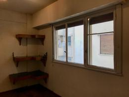 Foto Departamento en Alquiler en  Balvanera ,  Capital Federal  H. Irigoyen al 2500
