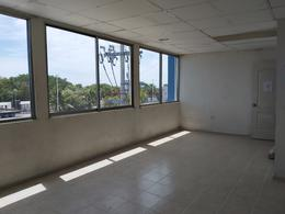 Foto Local en Venta en  Supermanzana 8,  Cancún  LOCAL COMERCIAL EN VENTA EN CANCUN EN AVE. COLOSIO SALIDA A PUERTO MORELOS