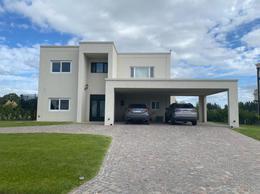 Foto Casa en Venta en  Barrio Lagos de San Eliseo,  Countries/B.Cerrado (San Vicente)  Venta - Casa a la laguna en Lagos de San Eliseo