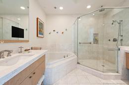 Foto Departamento en Venta en  Brickell,  Miami-dade  900 Brickell Key Blvd Unit#2202 Asia Condominium