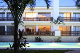 Foto Casa en Venta en  Solidaridad ,  Quintana Roo  VENTA CASA Playa del Carmen condominio residencial, campo de Golf, ambiente tropical y alberca olímpica P1684