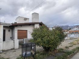 Foto Casa en Venta en  Esquel,  Futaleufu  San Martin al 1300