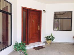 Foto Oficina en Renta en  Mata Redonda,  San José  Sabana Norte / 5 espacios para oficina / Ley 7600 / Buena iluminación Natural