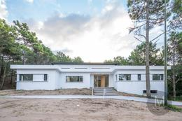 Foto Casa en Venta en  Alamos II,  Pinamar  Vela Mayor  1964