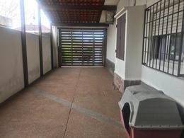 Foto Casa en Venta en  Punta Gorda ,  Montevideo  Calle tranquila Punta Gorda, impecable 3 dormitorios y servicio, piscina
