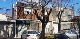 Foto Casa en Venta en  Banfield Oeste,  Banfield  Capello 122