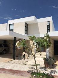 Foto Casa en Venta en  Mérida ,  Yucatán  Gran Oportunidad Vendo casa nueva amueblada privada en Temozon Norte