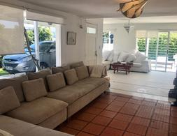 Foto Casa en Venta en  La Barra ,  Maldonado  LA BARRA AL MAR CON PILETA