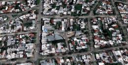 Foto Depósito en Venta en  Malvín ,  Montevideo  Terreno con Casa y Galpón