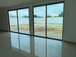 Foto Casa en Venta en  San Diego Cutz,  Conkal  Casa en Merida de 480 m2 con enorme piscina, amplios espacios   San Diego Cutz