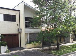 Foto Casa en Venta en  Adrogue,  Almirante Brown  FERRARI nº 172, entre Cto. Bernardi y Frías