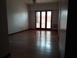 Foto Casa en Alquiler en  Capital ,  Neuquen  Rioja al 800