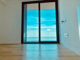 Foto Departamento en Venta en  Puerto Buceo ,  Montevideo  Forum con vista al mar. Se vende con renta de u$s 1500.