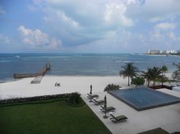 Foto Departamento en Venta en  Zona Hotelera,  Cancún  Departamento en venta frente a la playa en condominio de lujo Zona Hotelera Cancún